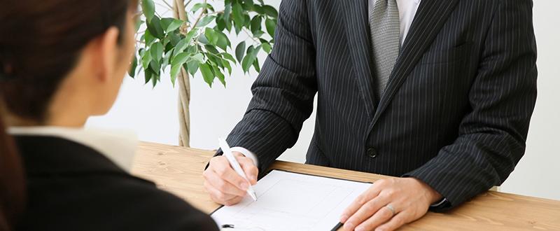 採用面接の流れ 新卒・中途への質問やマナーも紹介