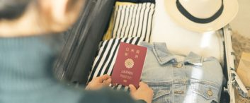 仕事の意義・価値を再定義することで、パスポート写真の撮影スタッフの採用に成功。